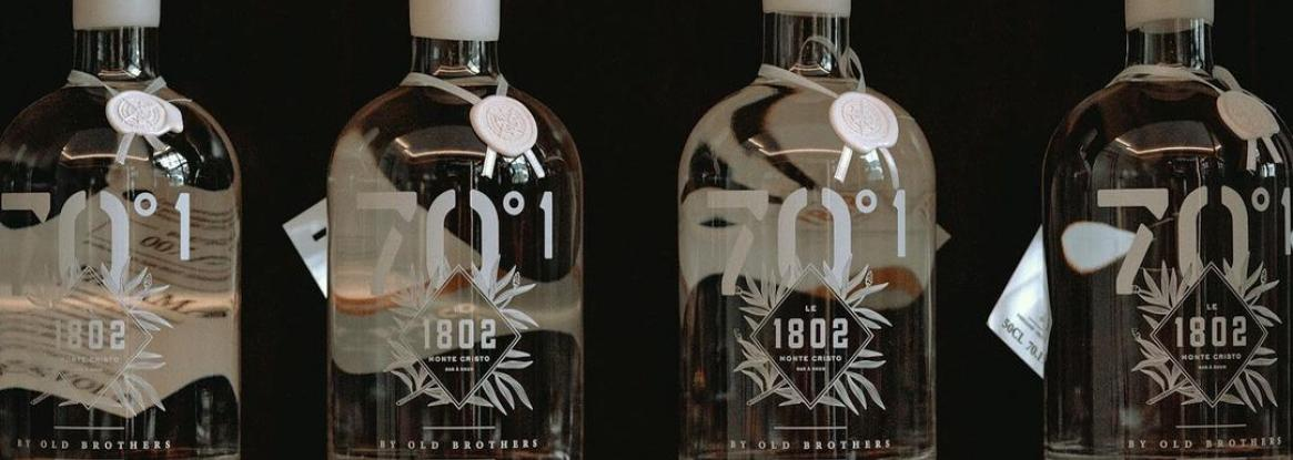 Bring the best rums to your home with a click via the Bar 1802 e-shop